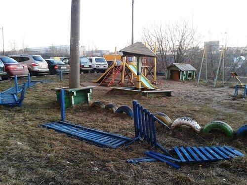 Разрушена детская площадка в Яловенах