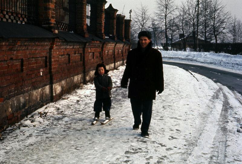 1964 Ярославль. У храма Архангела Михаила.jpg