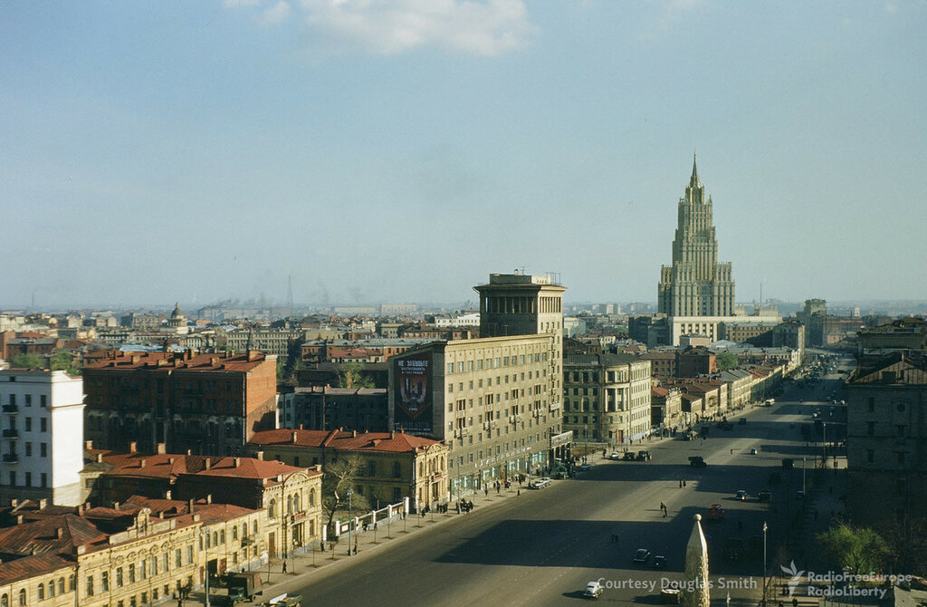 Вид на ул. Чайковского (ныне Новинский бульвар) в Москве.jpg