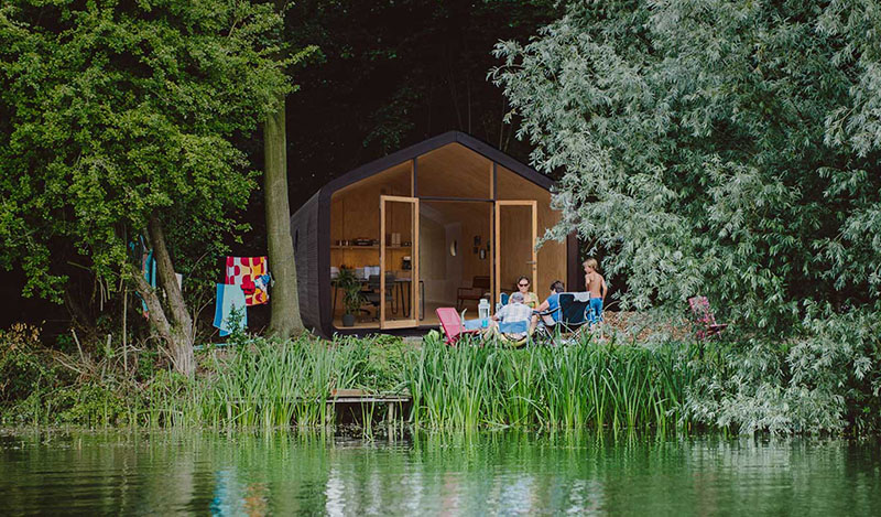 Дом для отдыха, сделанный из картона