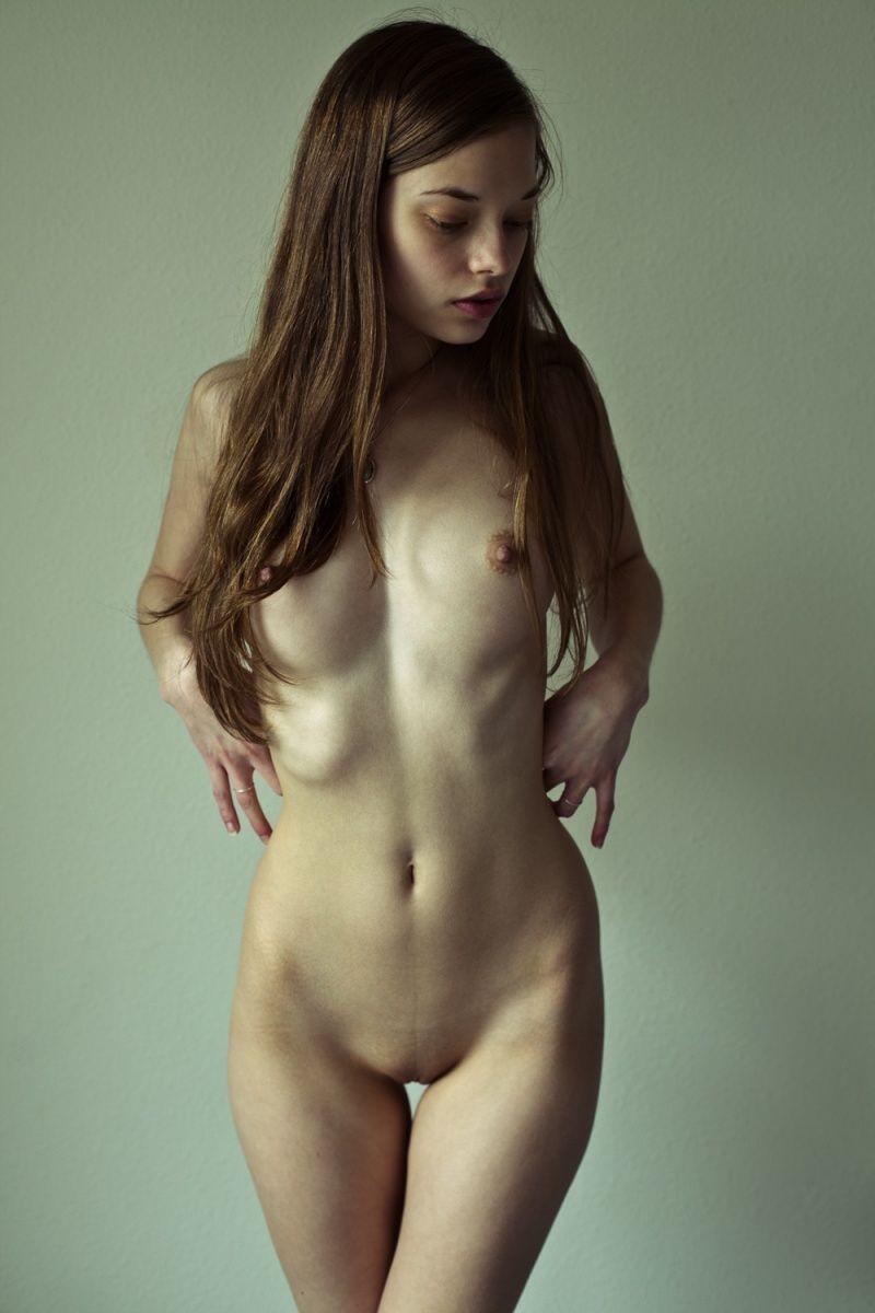 Откровенные снимки молоденьких девушек (18+)