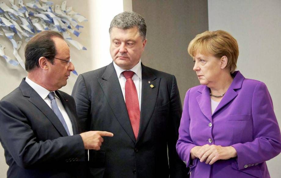 Порошенко и Меркель обсудили по телефону ситуацию на Донбассе