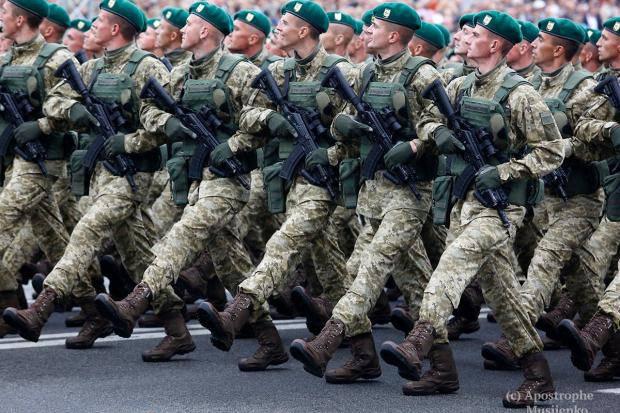 Интересное отличие: У Луценко указали на разницу между военными парадами в Киеве и Москве (фото)