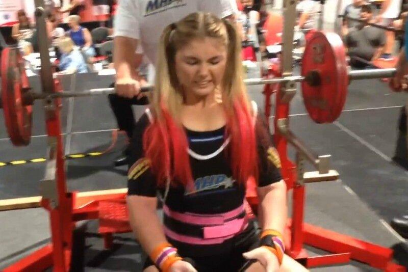 Уже история: 15 летняя россиянка подняла штангу весом 145 килограммов (видео)