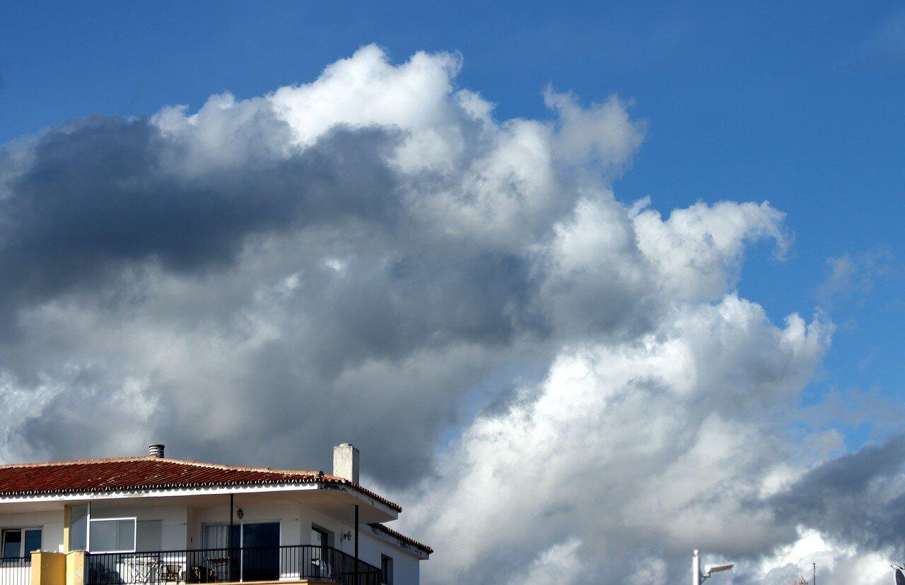 Нерха. Вид с мыса Торрекилья. Облака
