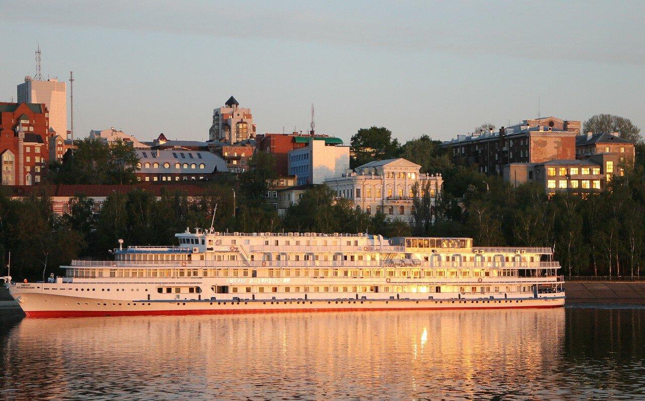 Вечерняя Пермь с борта теплохода