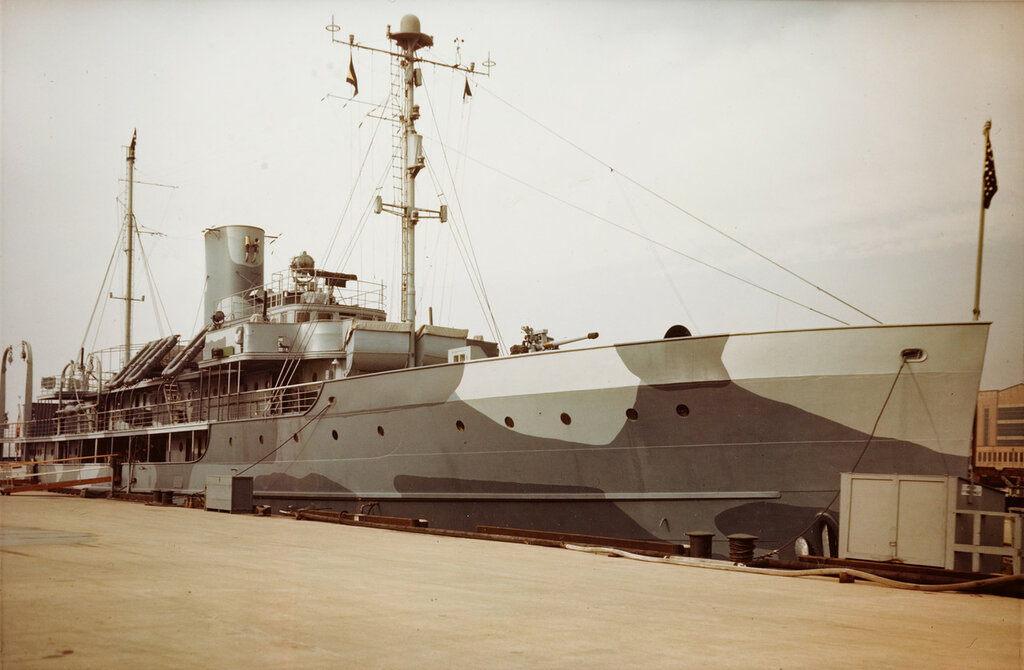 USS DAUNTLESS (PG-61) At the Washington Navy Yard, DC, circa 1944-45. She served as flagship for Fleet Admiral Ernest J. King, chief of Naval Operations and Commander in Chief, U.S. Fleet, during most of World War II. King's Five Star Flag is seen at her mainmast head.