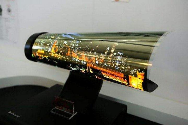 Компания LG разработала прототип телевизора, который можно свернуть как рулон бумаги. Телевиз