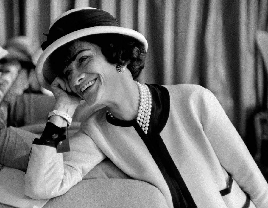 2. Коко Шанель (1883-1971) Для того чтобы быть незаменимой, нужно всегда быть разной. В 20 лет ваше