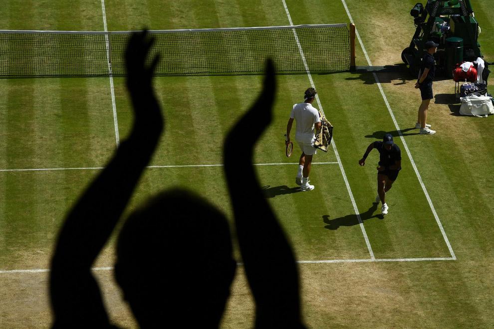 4. Роджер Федерер. Швейцарский профессиональный теннисист, бывшая первая ракетка мира в одиночн