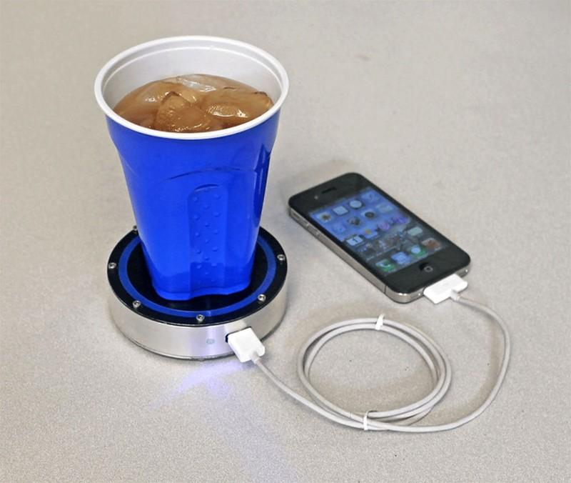 12. Зарядное устройство, работающее от температуры напитка