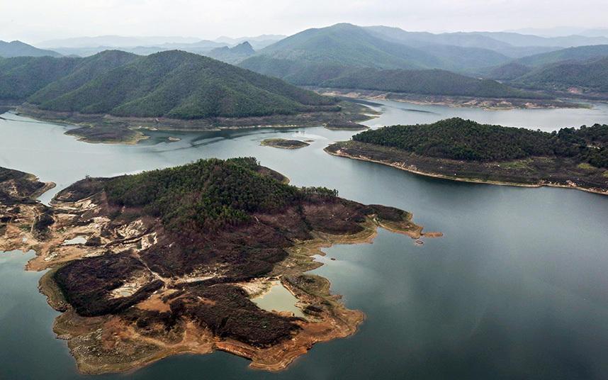 9. Низкий уровень воды в водохранилище.