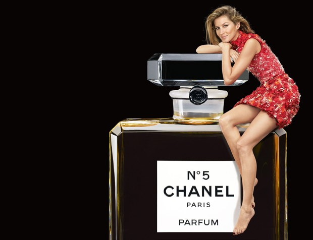 Supermodel Gisele Bundchen returns as the face of Chanel N?5 fragrance, for Holiday 2015 campaign Br