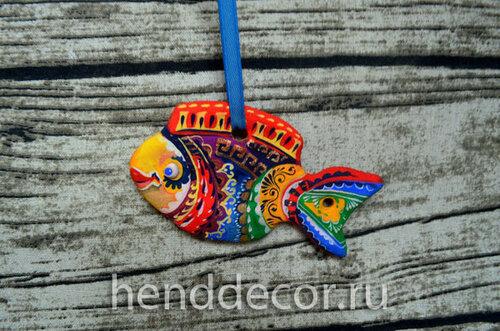 Декоративная рыбка-подвеска из соленого теста