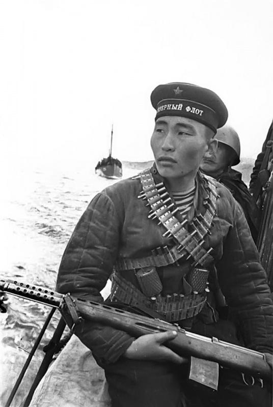 Снайпер, бурят Радна Аюшеев.  63-й бригада морской пехоты. Петсамо-Киркинесская опер., 1944.jpg