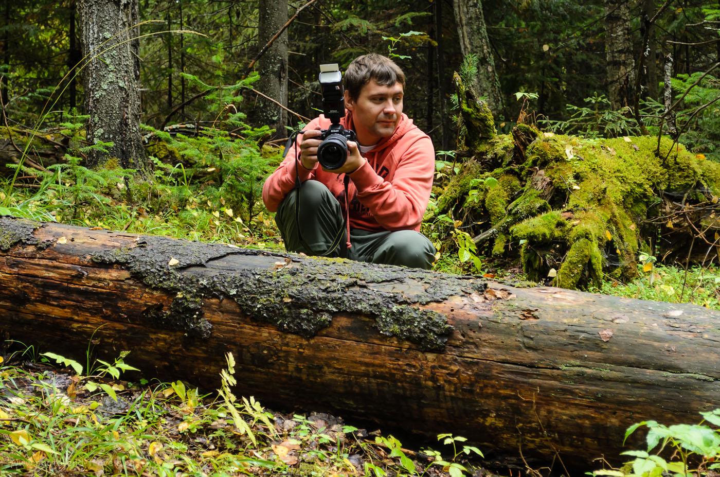 Фото 12. Прогулка вокруг озера Бездонное. Отчет о пешем походе выходного дня. Так выглядит Nikon D5100 с объективом Sigma 18-250 и внешней вспышкой Speedlight SB-900. 1/40, 5.3, 45, 400.