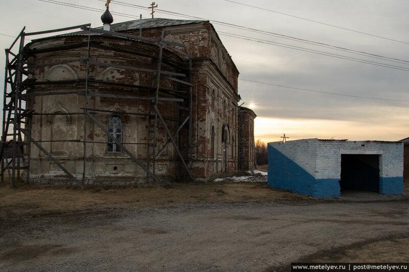 остановка и храм в селе каменноозерское
