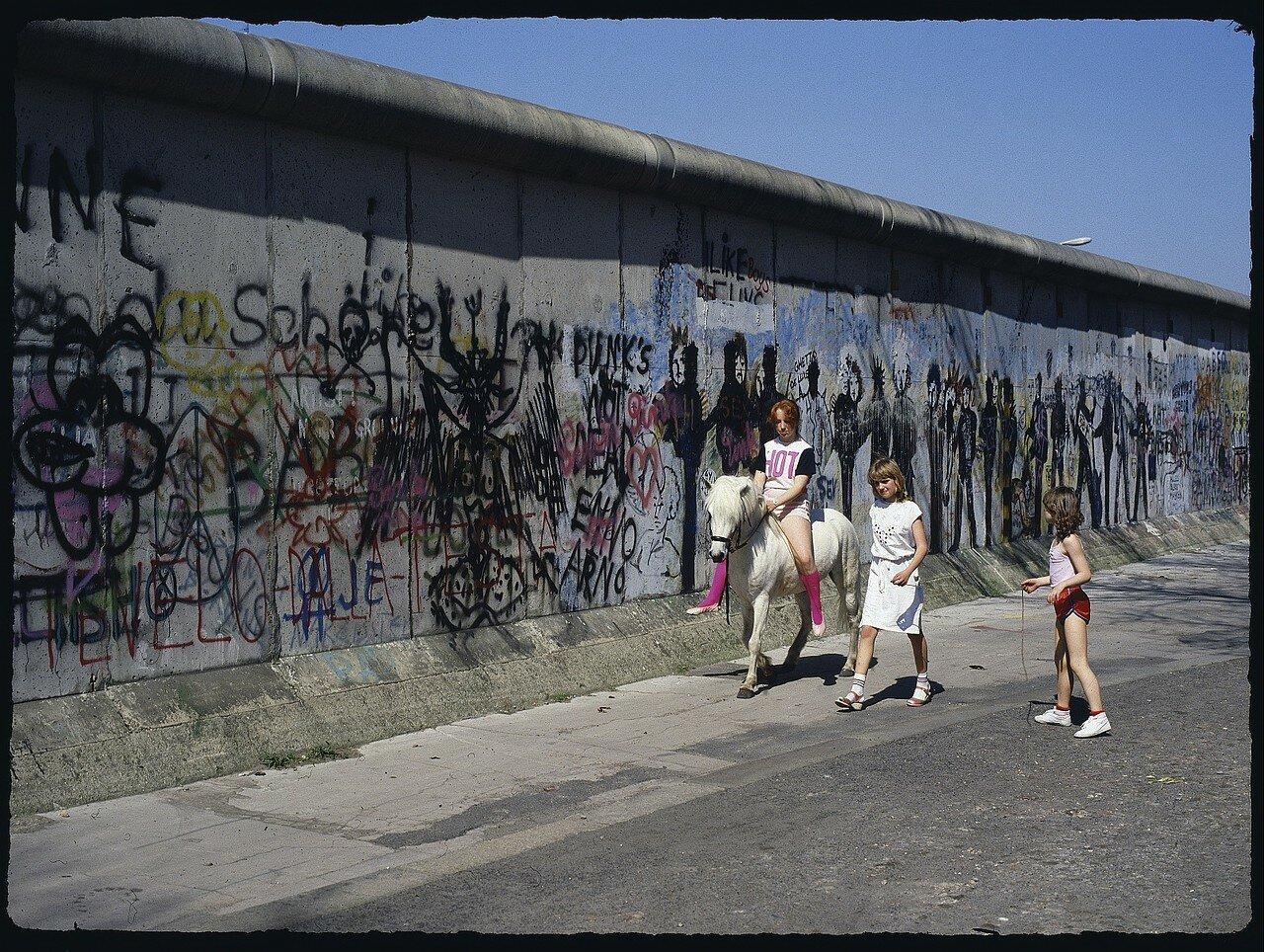 Западный Берлин. Стена в районе Кройцберга
