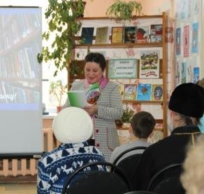 Свои стихи читает Любовь Николаевна Бердинских.JPG