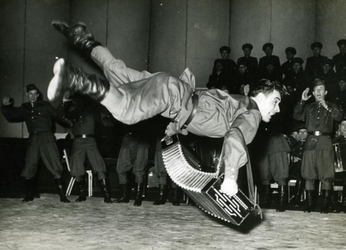 1963. Танцоры Краснознамённого ансамбля красноармейской песни и пляски в Лондоне