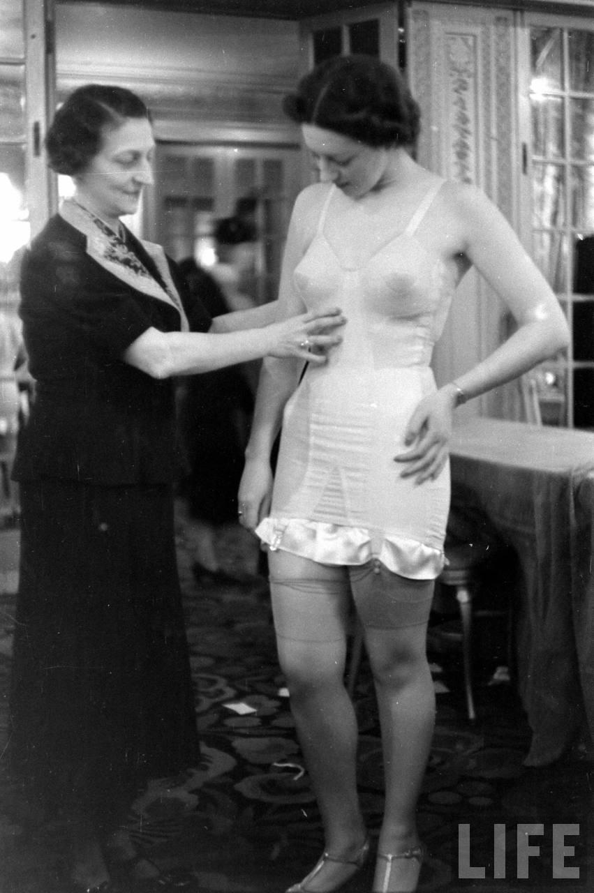 За кулисами показа нижнего белья 1940 года