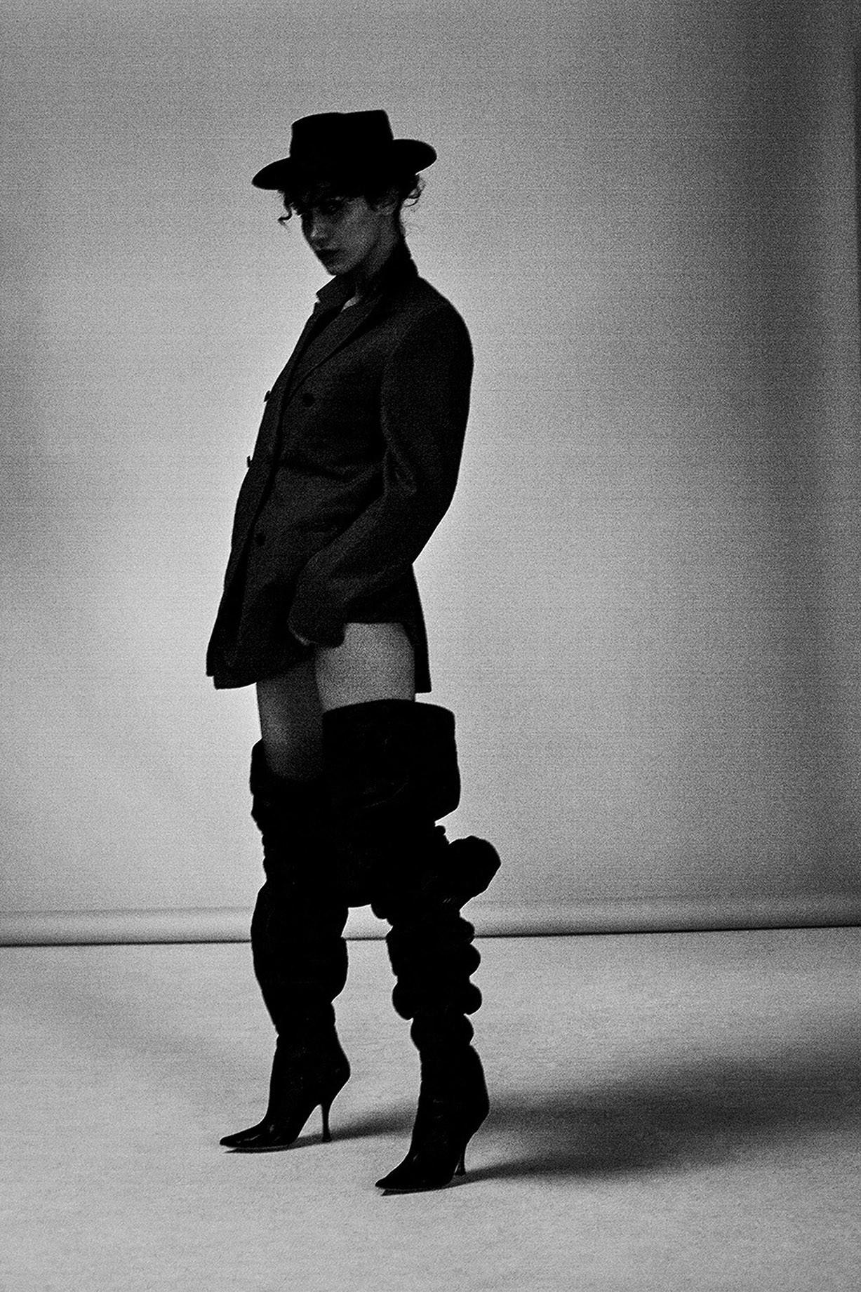 Черно-белая сексуальная фотосессия Беллы Хадид / Bella Hadid by Collier Schorr - 032c Magazine summer 2017