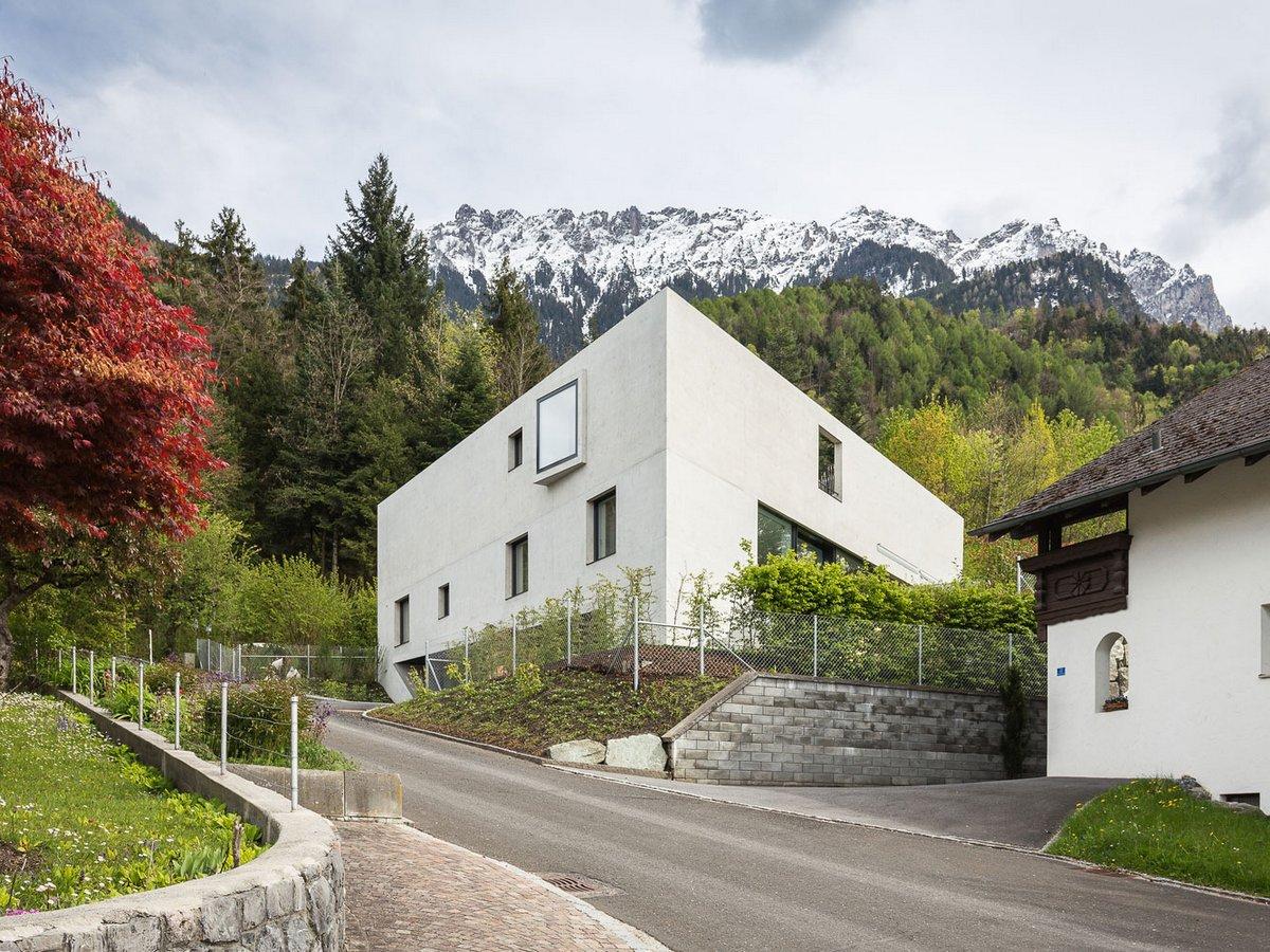 Захватывающий вид из окон дома в Лихтенштейне