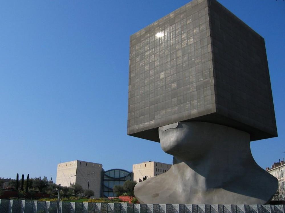 © architecturaldigest.com  Инаконец, здание, которое всамом буквальном смысле пошло против з