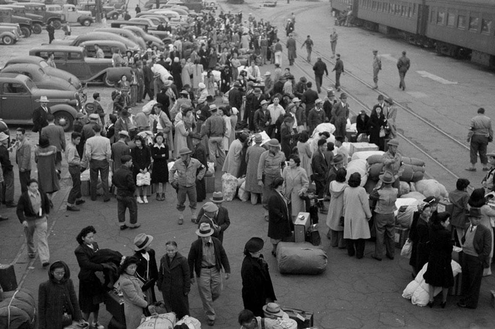 Как этнических японцев загоняли в концлагеря в США после Перл-Харбора