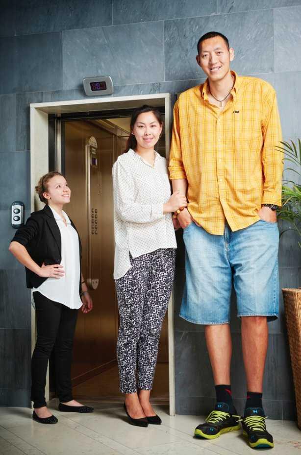 3. Китайские спортсмены Сунь Минмин и Сюй Янь — самая высокая супружеская пара. Их суммарный рост со