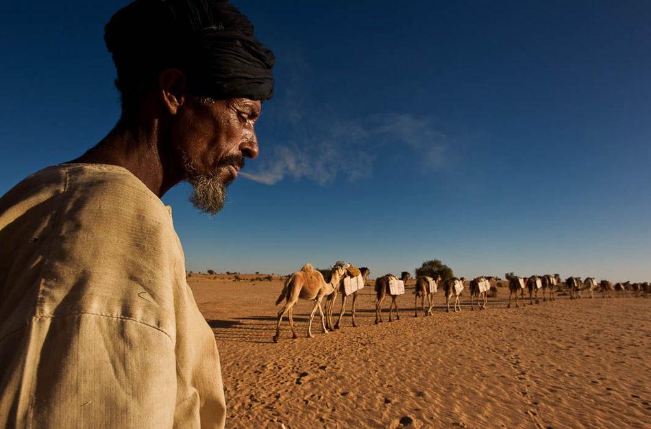 Фото из жизни народа туарегов, где царит матриархат, а мужчины лишены прав
