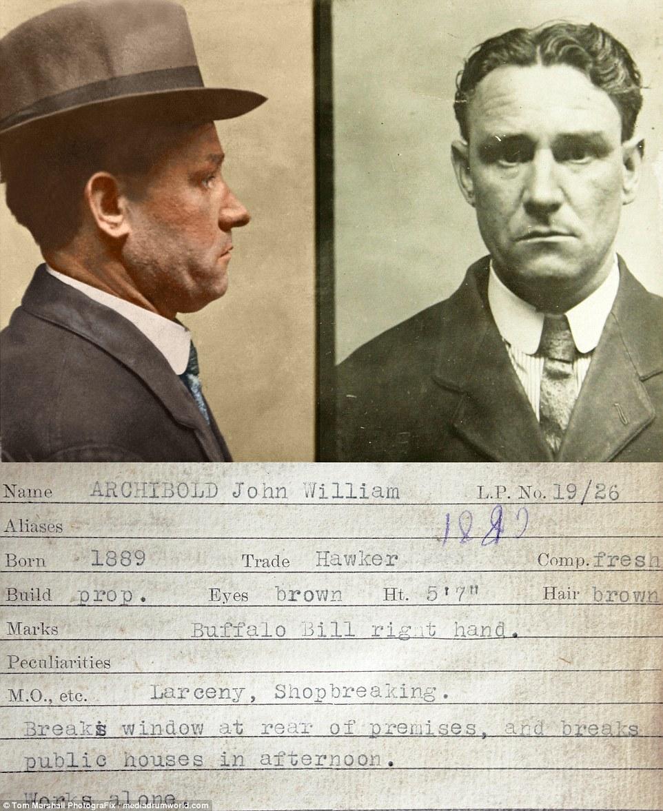 Джон Уильям Арчибольд, уличный торговец, грабил магазины и пабы. Он работал в одиночку, разбивая окн