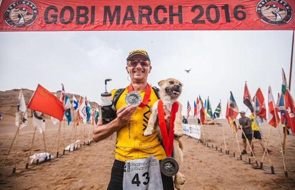 В последний день марафона Леонард и Гоби вместе пересекли финишную черту.