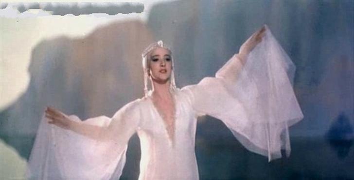 4. Ксения Рябинкина Первый дебют Ксении Рябинкиной как актрисы был в 1966 году в фильме Александра П