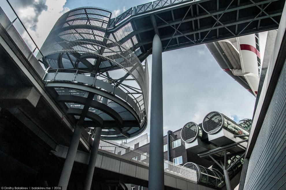 9. Транспорт в Амстердаме дорогой, Европа же. Мы передвигались на поездах и метро, в среднем в