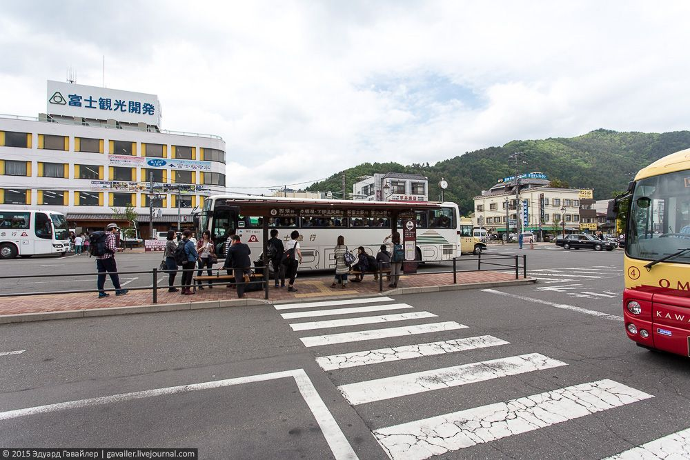 В Фудзикавагутико есть канатная дорога на возвышенности, с которых открывается великолепные виды на