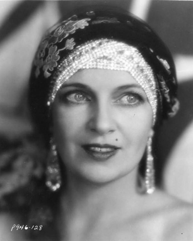 Ольга Бакланова Ольга до 1926 года играла в театре и кино в России, затем эмигрировала и продолжила