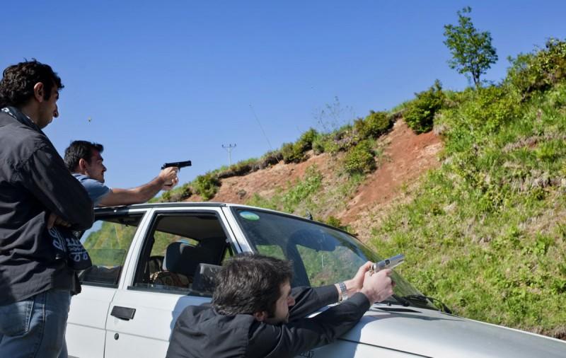 Турецкая молодежь практикуется в стрельбе.
