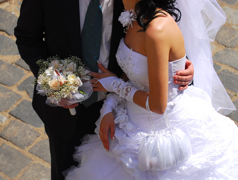 Вторично жениться или выходить замуж Вы думаете, что официальный брак когда-либо спасал положение? Н