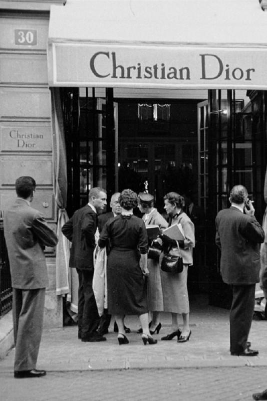 У Диора сразу появились поклонники среди знаменитостей Модный дом Диора привлек внимание знам