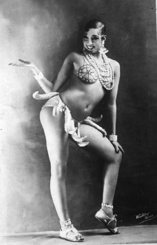 1950-е Поскольку ханжеское общество еще не было готово к женщинам в коротких юбках на улицах,