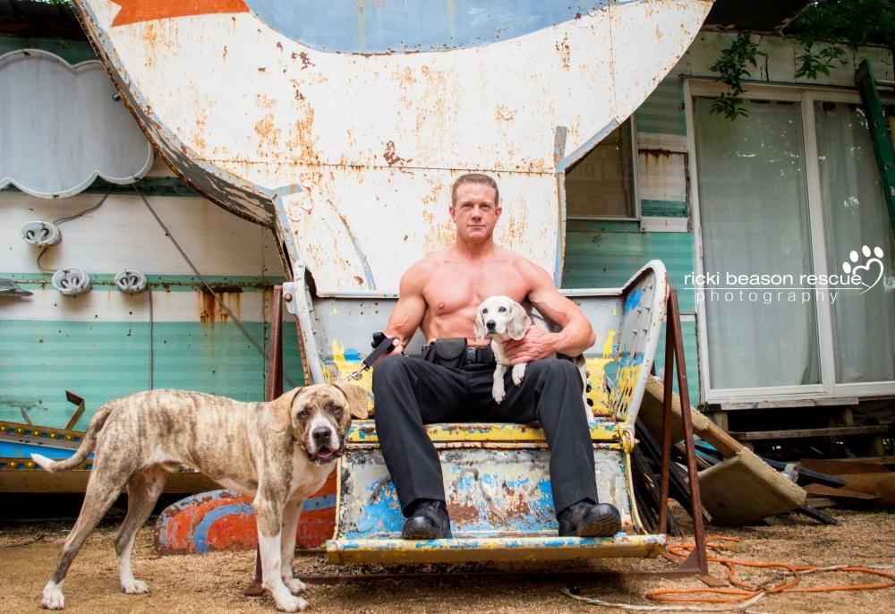 © Ricki Beason Rescue Photography  Иногда псы находят дом еще дотого, как календарь поступает