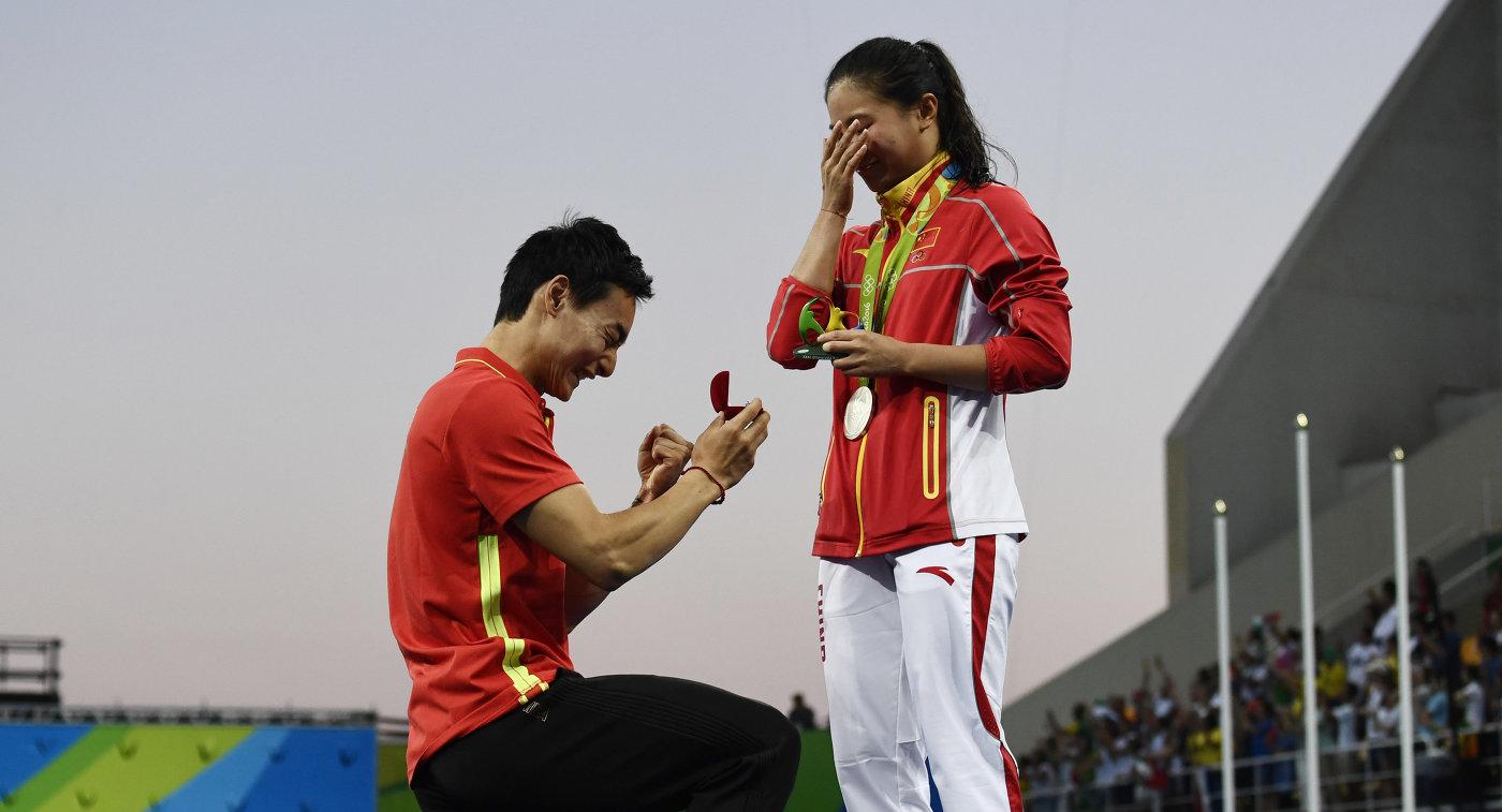 Китайский спортсмен сделал предложение возлюбленной волимпийском бассейне вРио