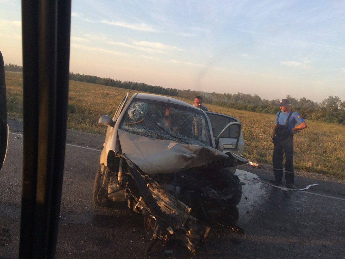 ВоЛьвовской обл. легковушка столкнулась с грузовым автомобилем, семь человек доставлены вбольницу