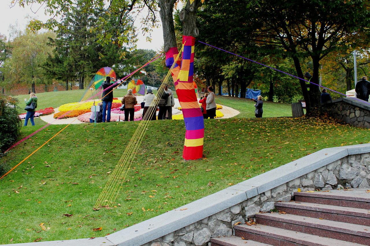 Фестивальное украшение дерева
