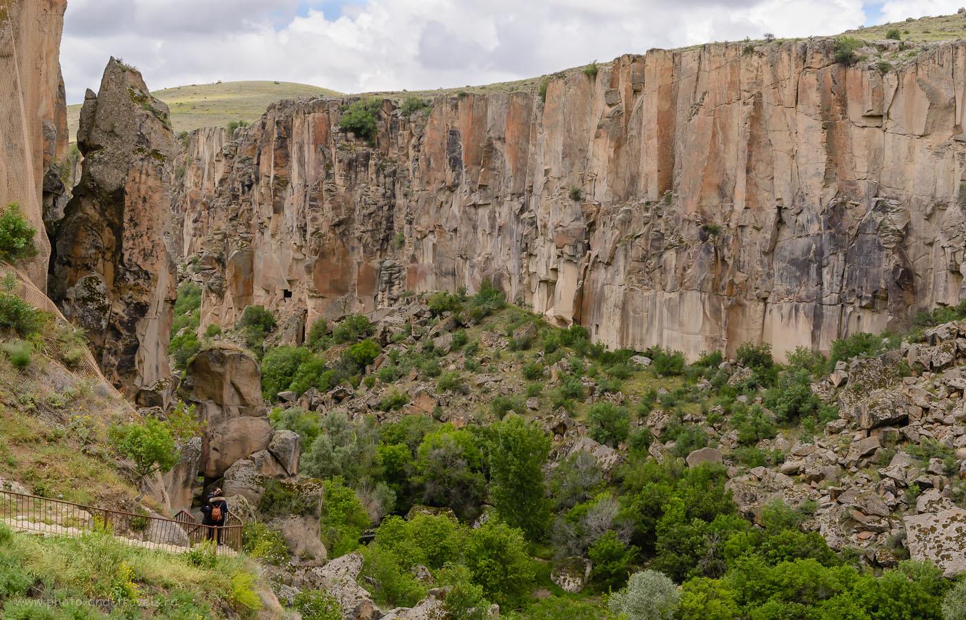Фото 4. Долина Ihlara Valley в регионе Каппадокия. Отдых в Турции. Отзывы туристов из России о путешествии по стране на машине. 1/640, -2.0, 8.0, 400, 44.