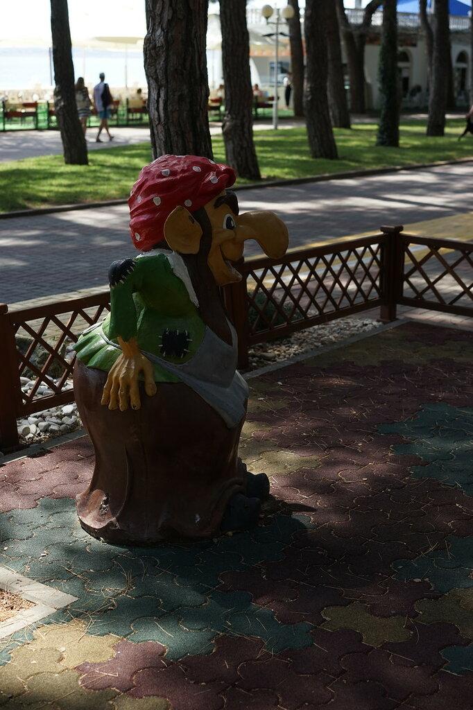 Геленджик. Баба Яга на детской площадке.