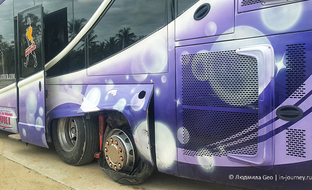 колесо взорвалось на автобусе