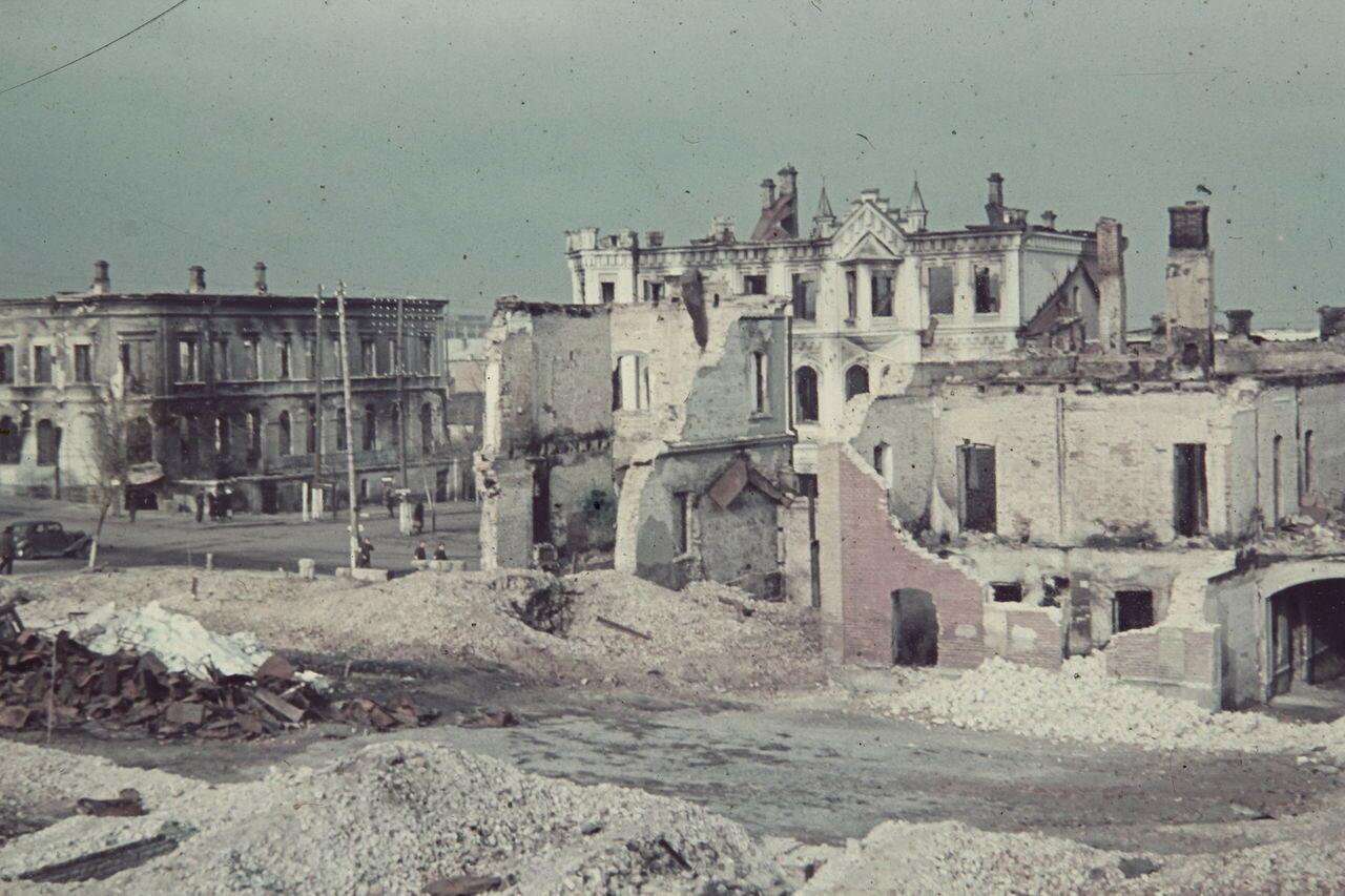 1941. В разрушенном городе