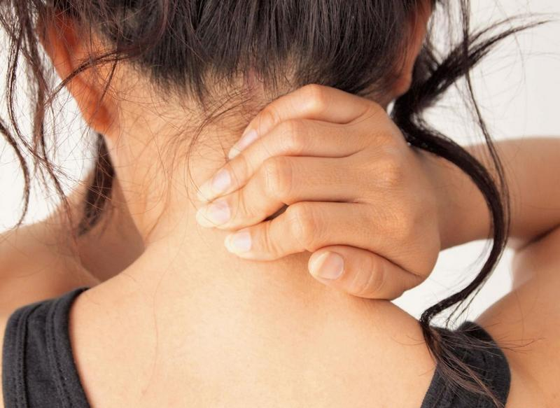 Болит шея у ребенка с левой стороны что делать